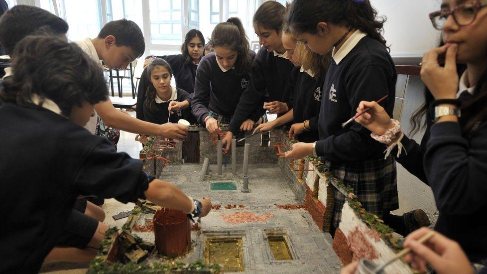 Imagen de archivo de estudiantes de la Grande Obra de Atocha (A Coruña) trabajando en un proyecto sobre Roma y el agua