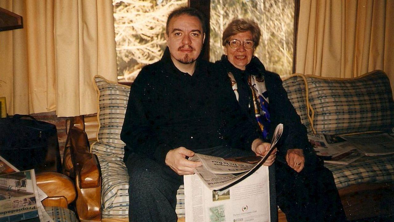 mama.Carmina, la asturiana protagonista de «Mamá», con su hijo, el periodista Jorge Fernández Díaz