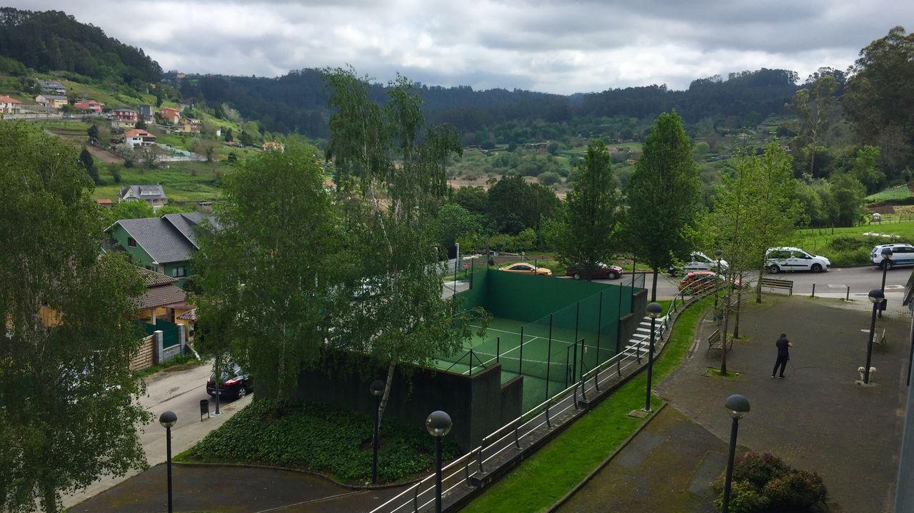 Los campos de golf reciben a sus primeros deportistas.Iago Laredo, técnico de pádel
