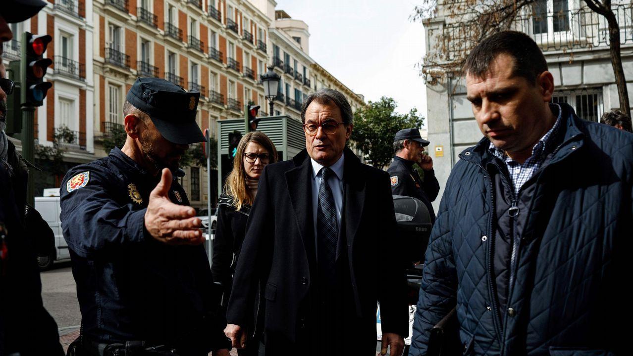 Espantada y aplausos a las palabras de Torrent.El diputado de la CUP, Carles Riera, tras la reunión mantenida con Torrent