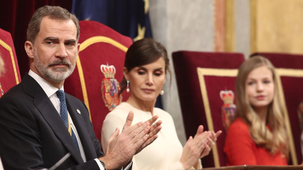 Felipe VI: «España no puede ser de unos contra otros».El presidente de la Generalitat, Quim Torra