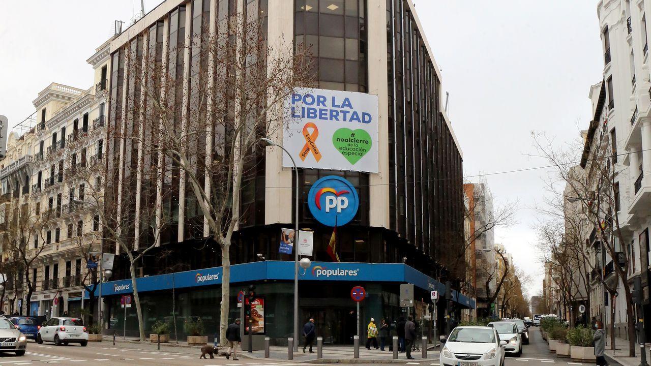 Sede del PP en la calle Génova de Madrid.El rey Felipe VI recibe el saludo del presidente de la Cámara de Comercio de España, José Luis Bonet, en presencia de la ministra de Hacienda, María Jesús Montero