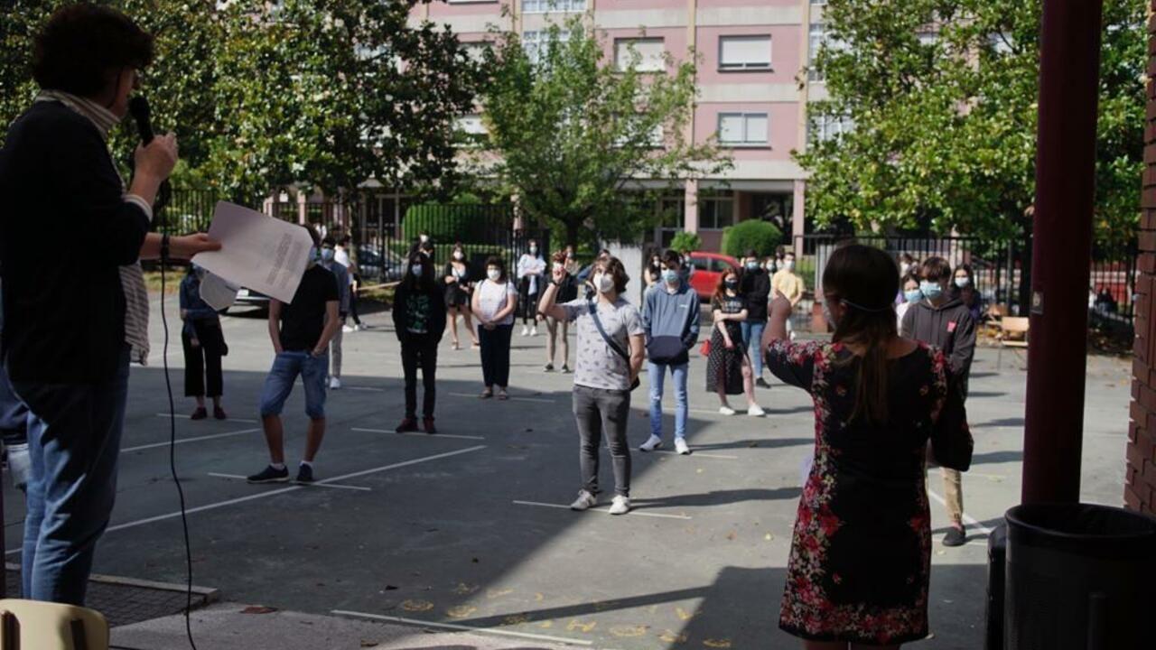 Regreso a las aulas en Ribeira.El IES As Lagoas, en Ourense, en el primer día de vuelta tras la epidemia de coronavirus