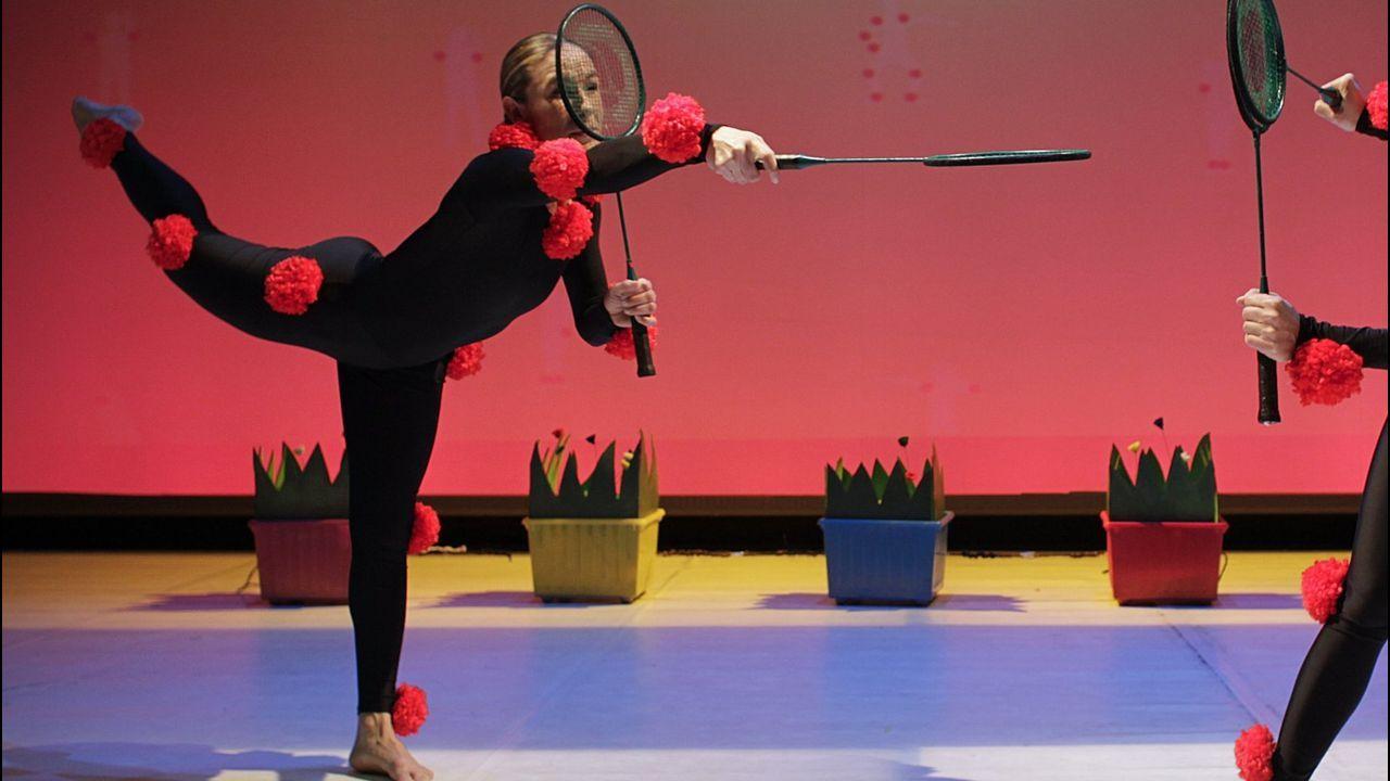 La bailarina Kirenia C. Martínez actúa en la Porta de Santiago
