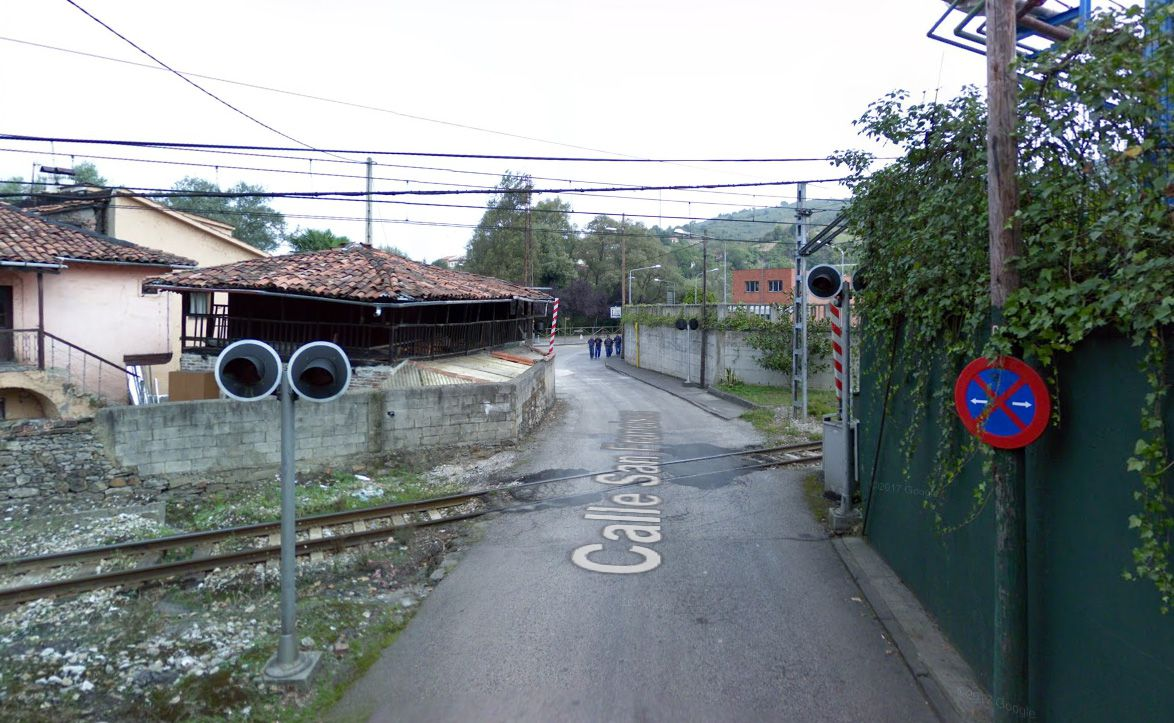 El colapso en Madrid llega a los hospitales, con centros completamente bloqueados.Paso a nivel de la calle San Francisco, en la localidad ovetense de Trubia, que Adif prevé modernizar