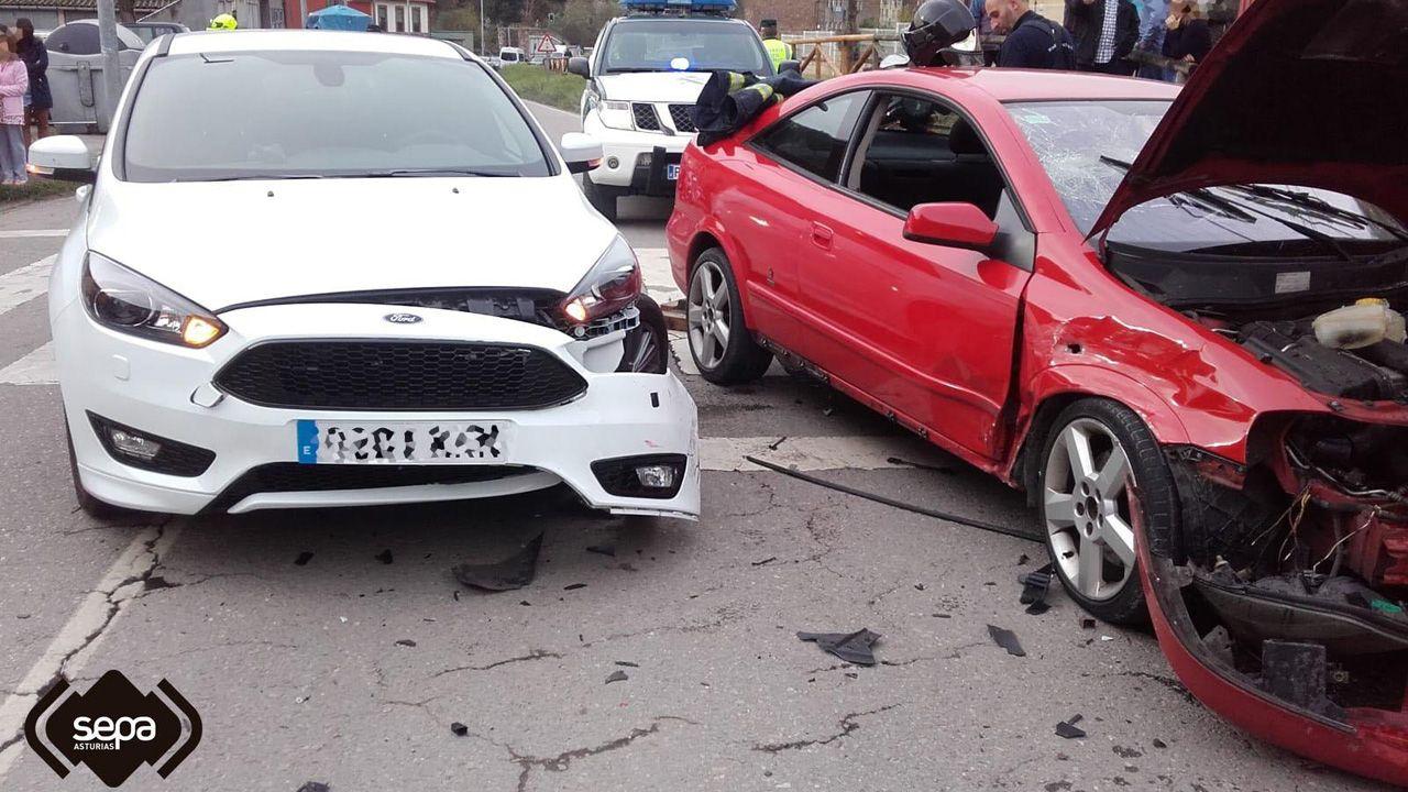 La manifestación del 1 de Mayo en Mieres en imágenes.Accidente de tráfico en Mieres