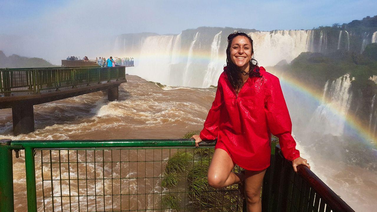La foto está tomada en las cataratas del Iguazú, en el lado de Brasil.
