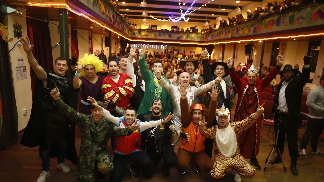 El desfile del Carnaval en Foz.Según el informe Ardán, 67 distribuidores y minoristas de hostelería, comercio y otros servicios facturaron desde Viveiro 56 millones de euros en 2018