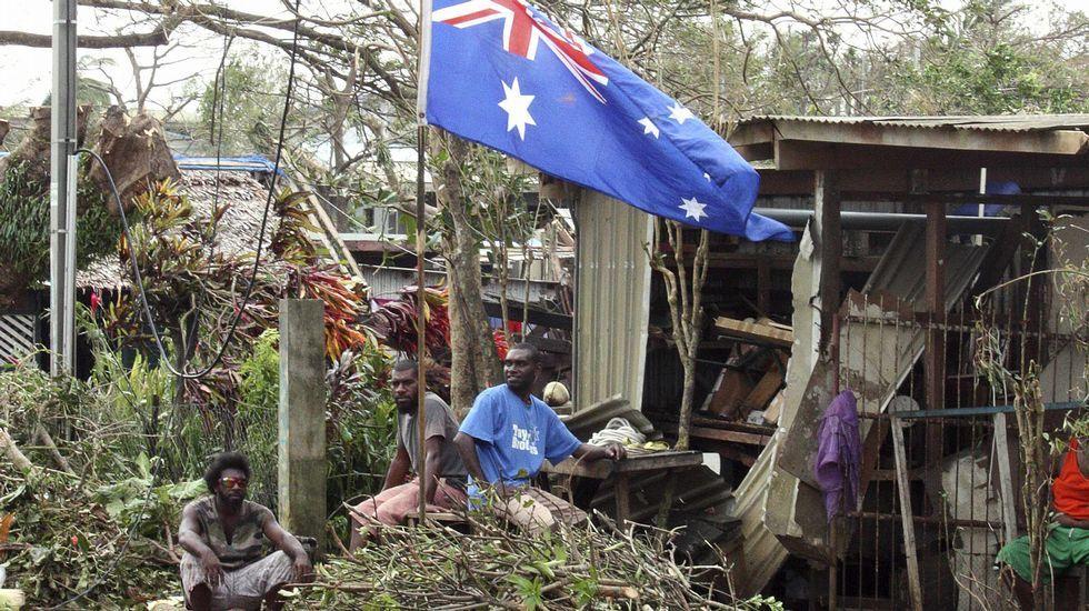 Las autoridades de Vanuatu declararon el estado de emergencia en la provincia de Shefa, que incluye Port Vila, mientras con la ayuda de cooperantes y residentes realizan las tareas de limpieza y evaluación de daños.