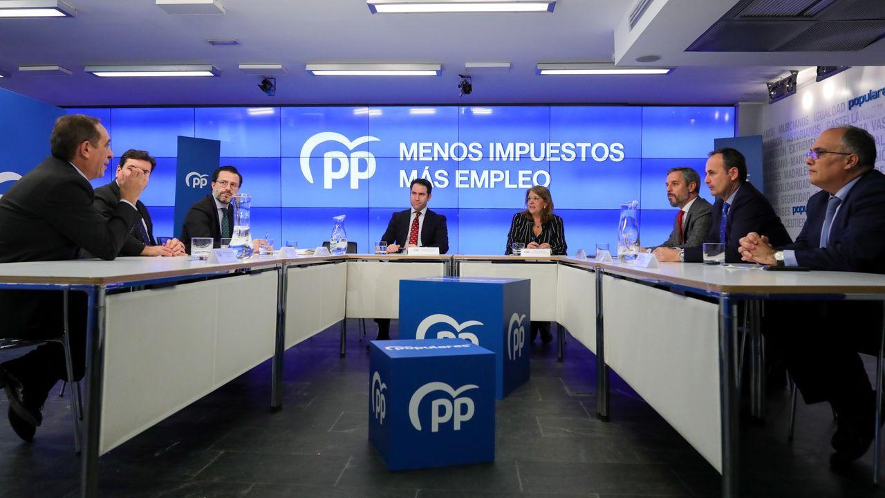 La vicesecretaria general del PP, Elvira Rodríguez, y el secretario general, Teodoro García Egea, en la reunión de consejeros de Hacienda del PP, entre ellos Valeriano Martínez, el primero por la izquierda