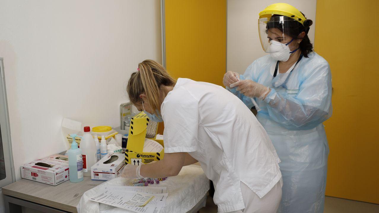 El viernes se hicieron 43 PCR en el Hospital da Mariña, en la imagen de archivo