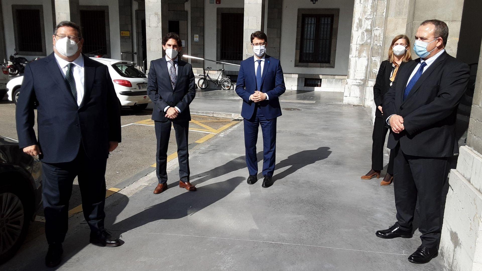 De izquierda a derecha, Juan Baena, presidente de Preco; Ismael Díaz, consejero delegado; Enrique Fernández, consejero de Industria; Eva Pando, directora general del Idepa; e Isaac Pola