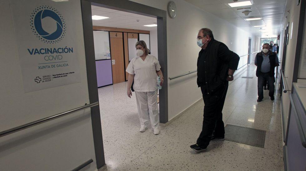 Zona de vacunación para edades de entre 60 y 65 años en el hospital de Monforte