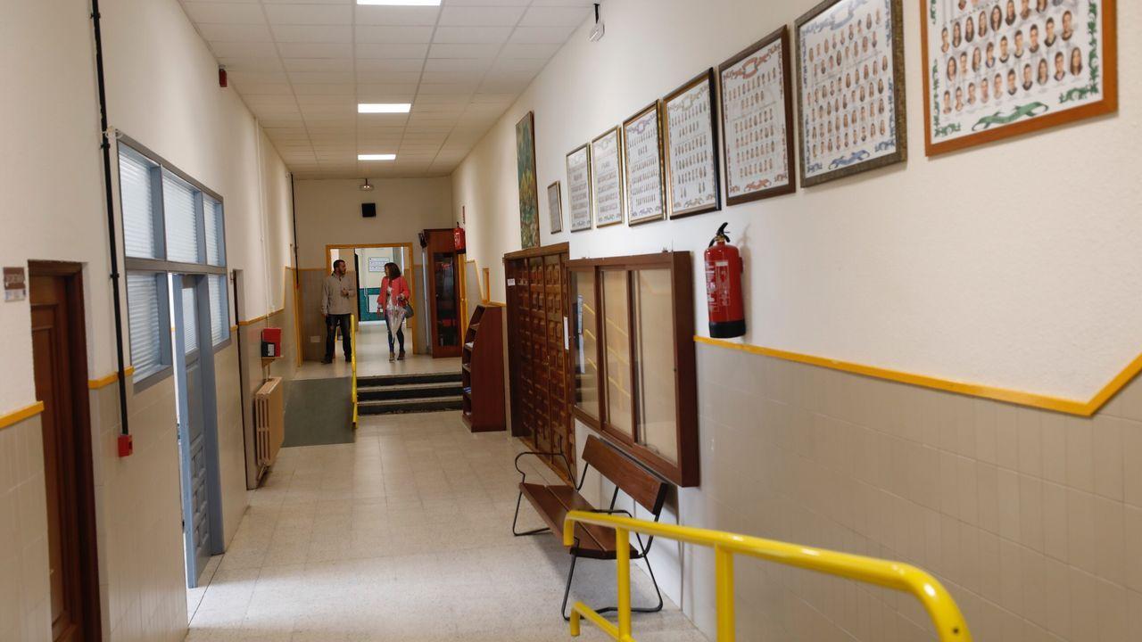 Pasillos vacíos en un centro educativo de Viveiro