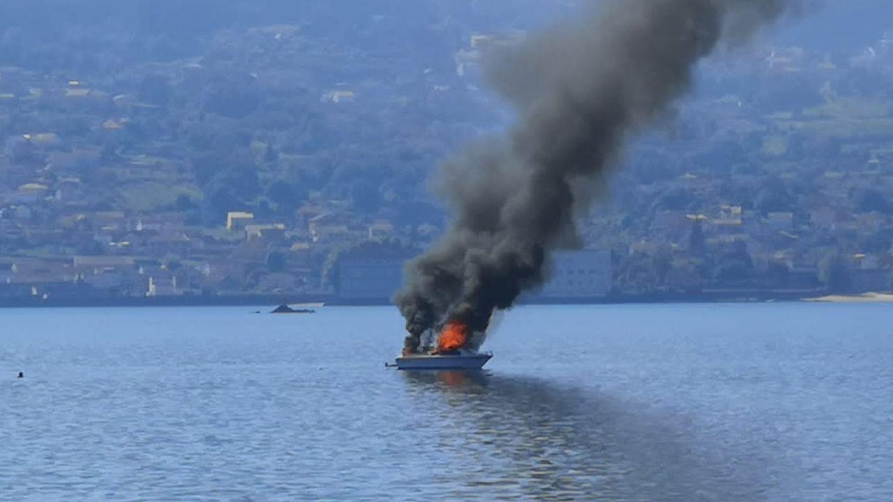 Incendio de una embarcación en la ría de Pontevedra.El pregón de L'Amuravela, en Cudillero