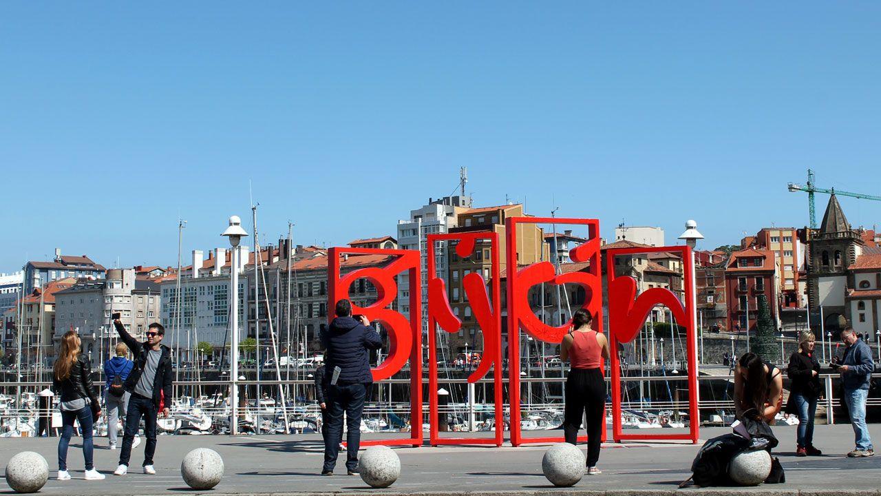 Letras de Gijón en los Jardines de la Reina