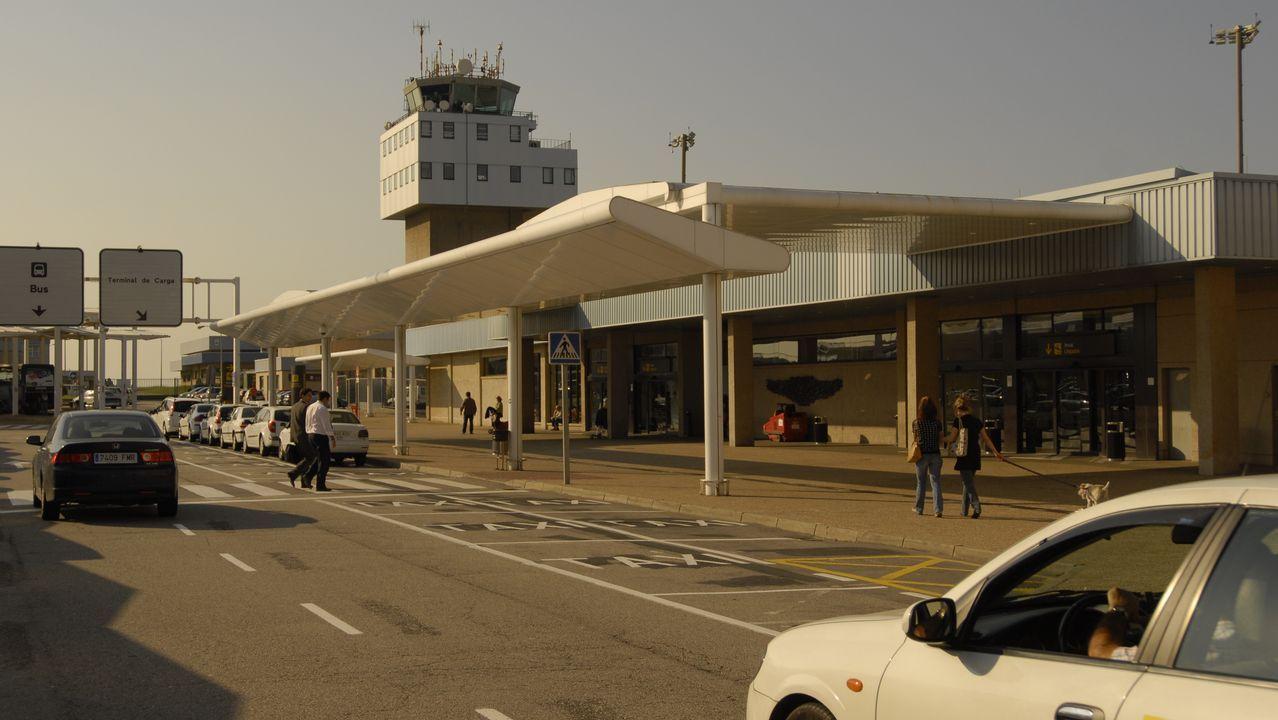 Huelga de gasolineras en Portugal. Gasolinera de Tomiño.El aeropuerto de Asturias