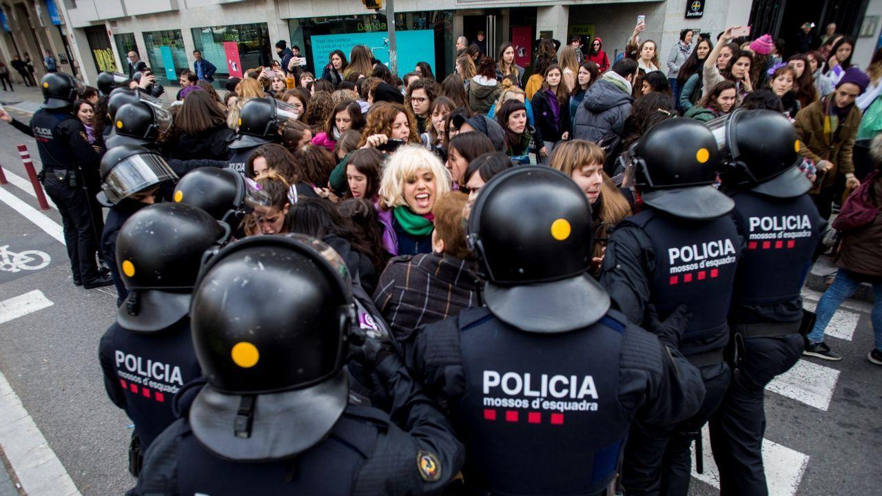 Protesta en la catedral de los trabajadores de Justicia.Efectivos de los Mossos d'Esquadra
