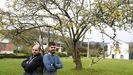 Iván Galdo y Jesús Galdo, primos, están al frente de la empresa que fundó su abuelo hace 62 años, pero él, Francisco Galdo, «segue ao pé do cañón»