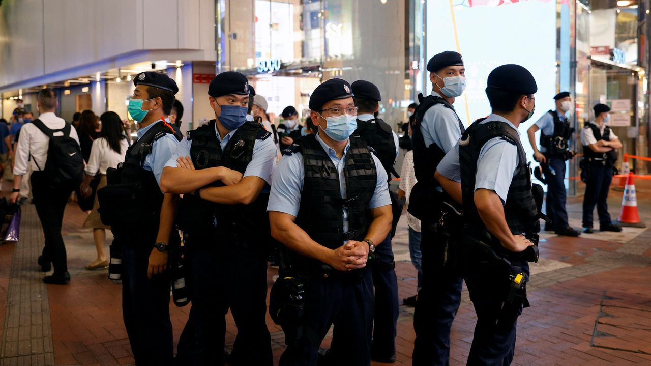 Agentes de policía en Hong Kong, China