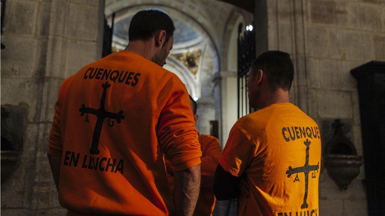 Trabajadores de Vesuvius, encerrados en la Catedral de Oviedo