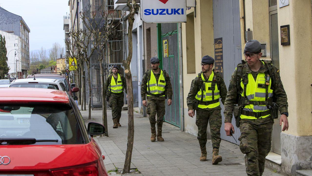 Así fue la primera jornada del despliegue de la Brilat en Monforte.Efectivos de la Unidad Militar de Emergencias UME, se preparan para iniciar las labores de desinfección del hospital de Cabueñes de Gijón