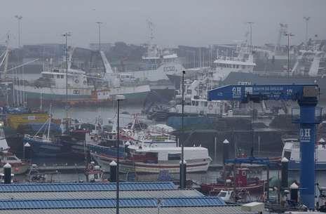 Flota de cerco amarrada en el muelle coruñés de Oza en protesta por las cuotas de xarda.