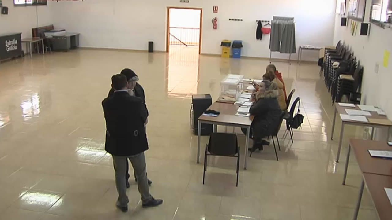 El PP gana las elecciones al PSOE en la Costa da Morte por poco más de 300 votos.Urnas