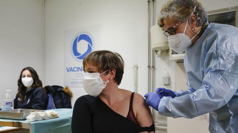 Casi 25.000 ourensanos han recibido ya las dos dosis de la vacuna