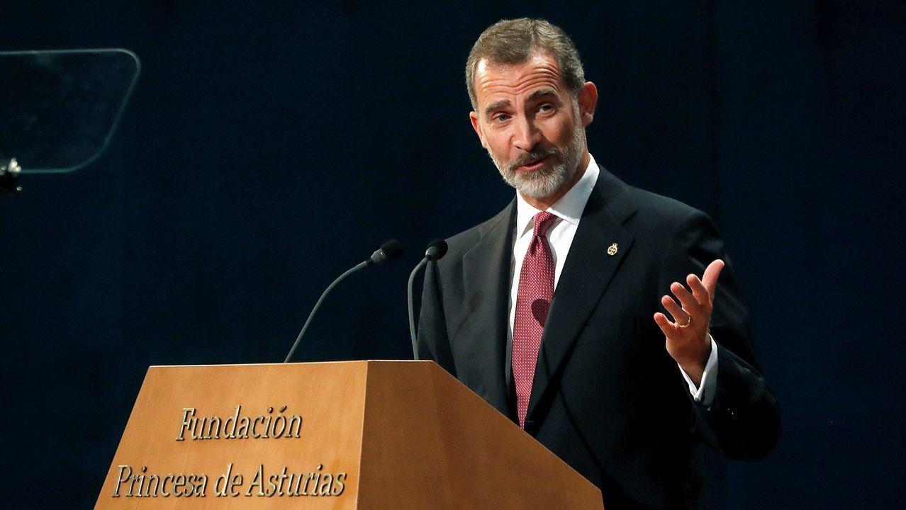El rey Felipe se dirige a los asistentes durante la ceremonia de entrega de los Premios Princesa de Asturias.