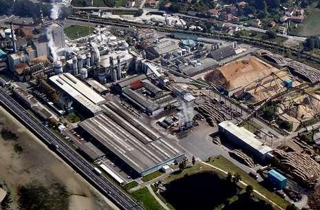 La factoría de Ence en Lourizán es una de las dos del grupo pastero tras el cierre de Huelva.