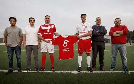 El Estradense presentó ayer a sus patrocinadores, que ya figuran en la nueva equipación.