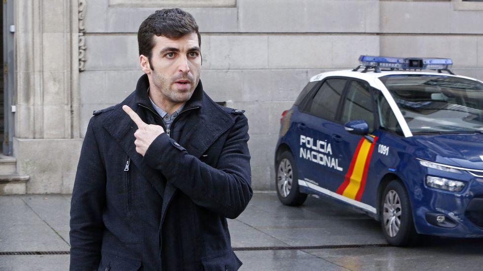 Un detenido en Vigo en una gran redada contra la pornografía infantil.La policía informa sobre la  operación «Tantalio» contra la pornografía infantil por WhatsApp