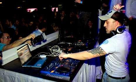 El reconocido Dj que empezó en la discoteca Lesothum de A Cañiza se codea ya con los mejores.