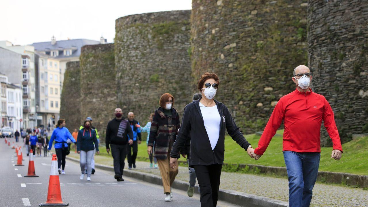Restos de hornos de cerámica del siglo V.El carril de la Ronda da Muralla habilitado por el Ayuntamiento para los peatones se ha convertido en la ruta preferida de muchos lucenses