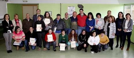 Diecisiete usuarios de  Aspaber recibieron sus diplomas de cuidadores de personas con discapacidad.