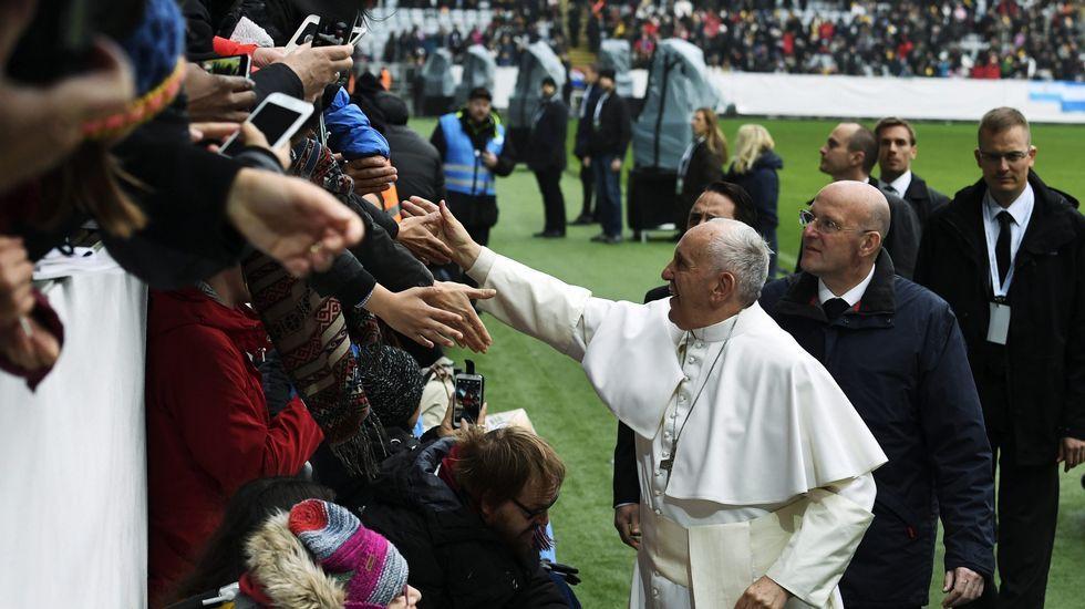 La llegada del Papa a Portugal.Las nuevas piscinas quieren ser un gancho para miles de peregrinos que cada día pasan frnte al complejo del Monte do Gozo