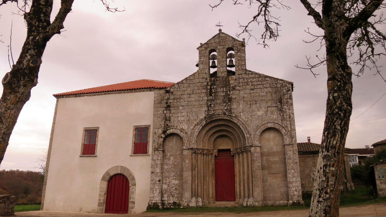 El antiguo palacio obispal está adosado a la iglesia románica de San Paio de Diomondi, una de las más notables de la Ribeira Sacra