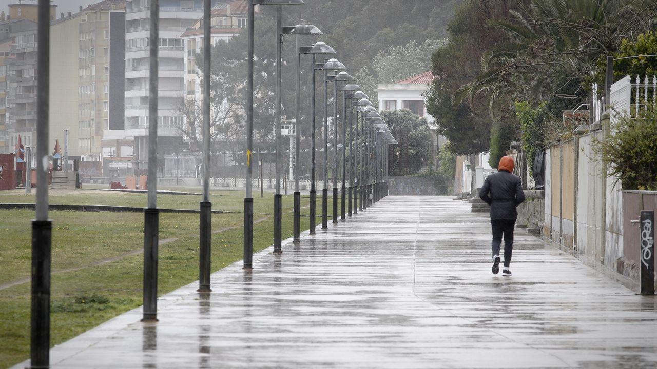 Calles vacías en el primer día de confinamiento.Controles de la Policia Local y de la Brilat en las calles de Pontevedra