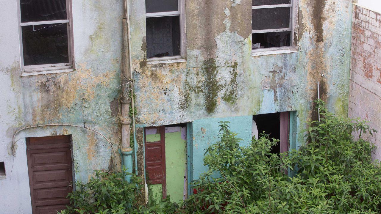 Derriban una casa ilegal en Vigo y dan nuevas vistas a los vecinos.Así es la casa que se subasta desde un céntimo en Lugo