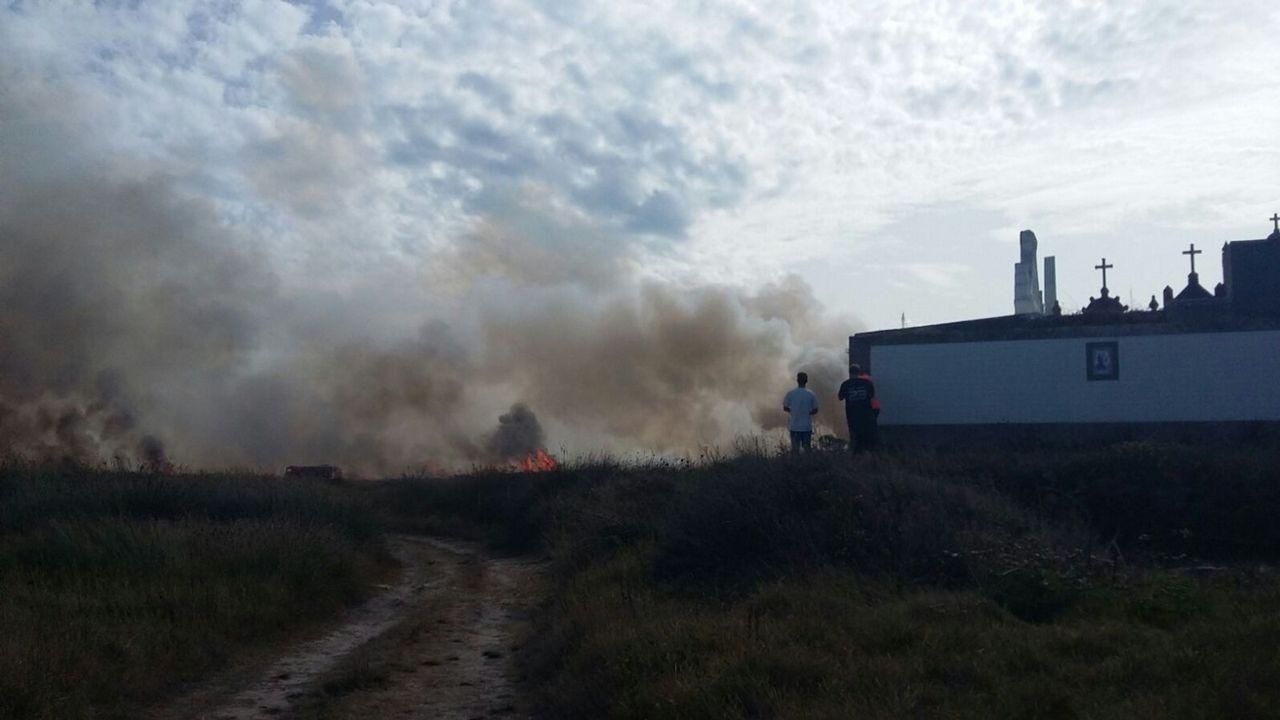 El fuego que provocó la alarma en Corrubedo
