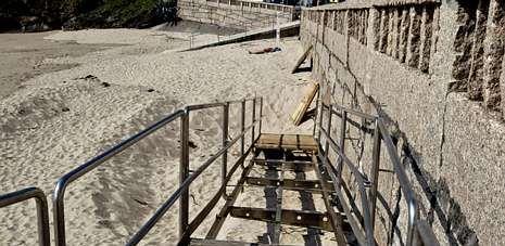 Alonso desvela la incógnita en el hemiciclo.Medio Ambiente reparó la rampa de piedra de Caneliñas, pero otros accesos aún siguen pendientes de su rehabilitación.
