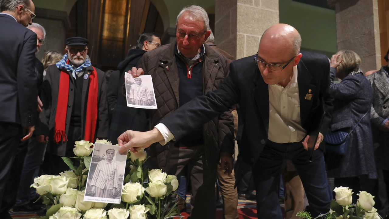 El Parlamento homenajea a los 193 gallegos en campos nazis