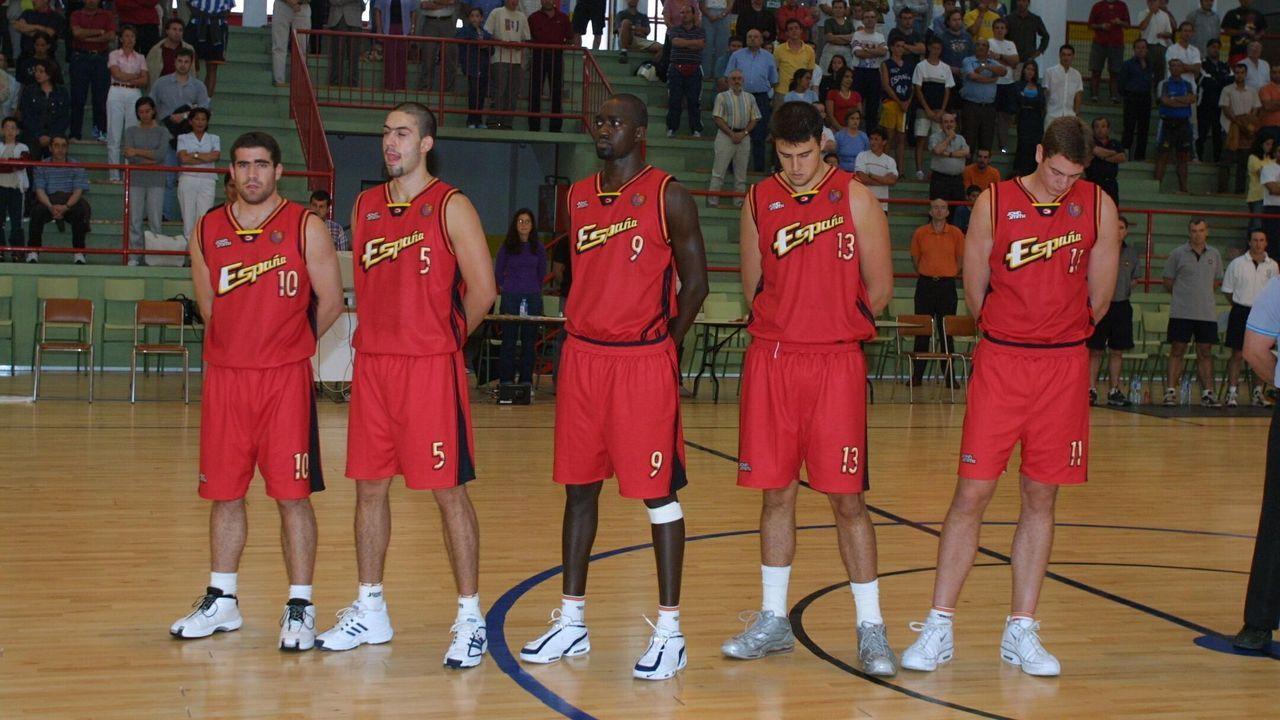 Quinteto de la selección júnior durante un partido en Marzán, en el 2001