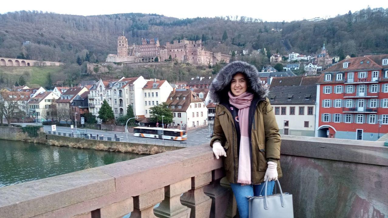 En una ciudad renacentista. Begoña Fernández trabaja en Heidelberg, una ciudad ubicada en la ribera del Neckar en el suroeste del país. La urbe, conocida por la prestigiosa Universidad de Heidelberg, se fundó en el siglo XIV. Es conocida como «la ciudad más romántica de Alemania»