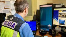 Un agente vigilando el uso de Internet