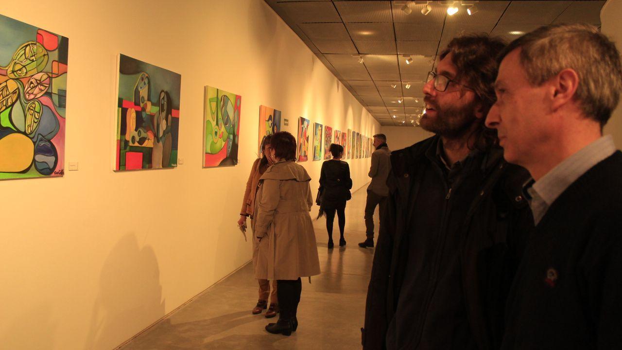 La exposición «Momentos», del artista lucense Constantino Cuesta Ibáñez, es una de las muestras sobre las que el MIHL irá compartiendo contenido en sus redes para acercar el arte a los internautas. La exposición está compuesta por cuarenta de sus óleos sobre lienzo. Cuesta define su pintura como expresionista con tendencia al cubismo, llegando a explorar el naíf y el psicopictografismo