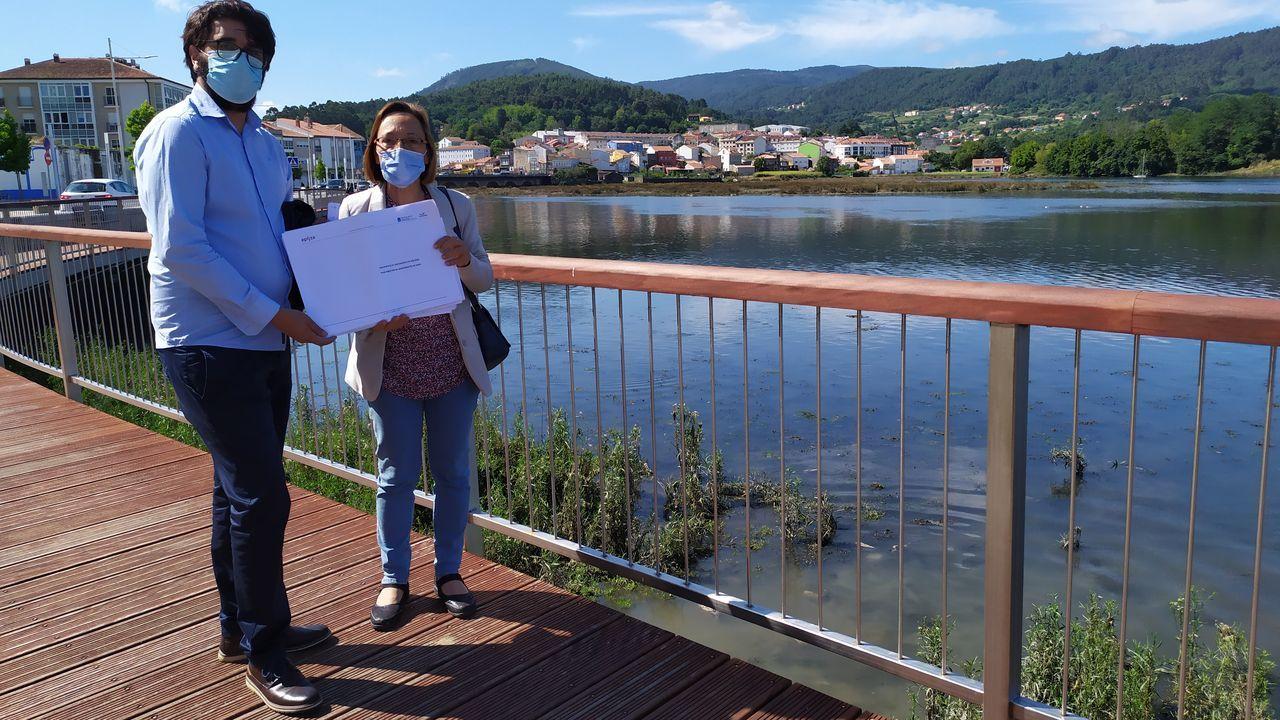 Ricardo Suárez y Rosana Pérez presentaron las conclusiones que se extraen del plan director de saneamiento de Noia