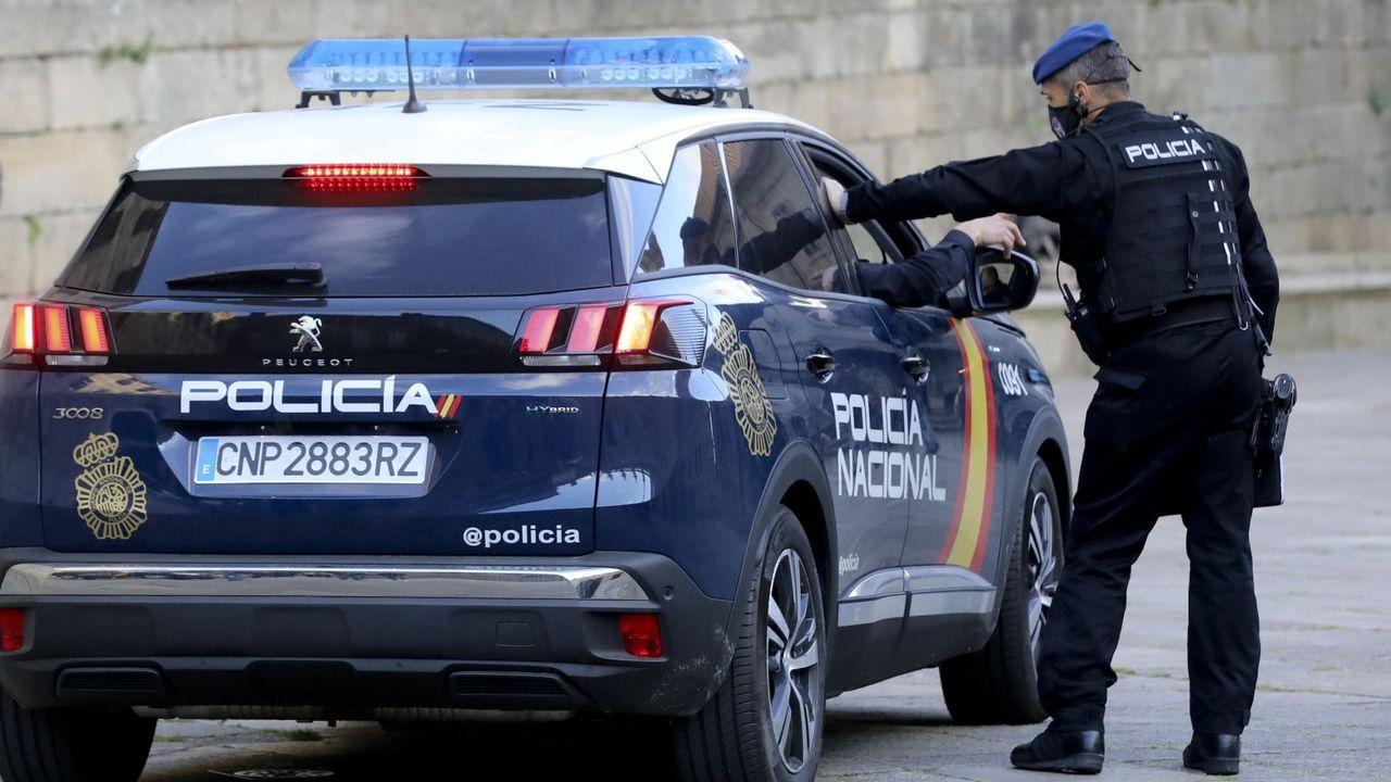 En una imagen de archivo, una patrulla de la Policía Nacional.