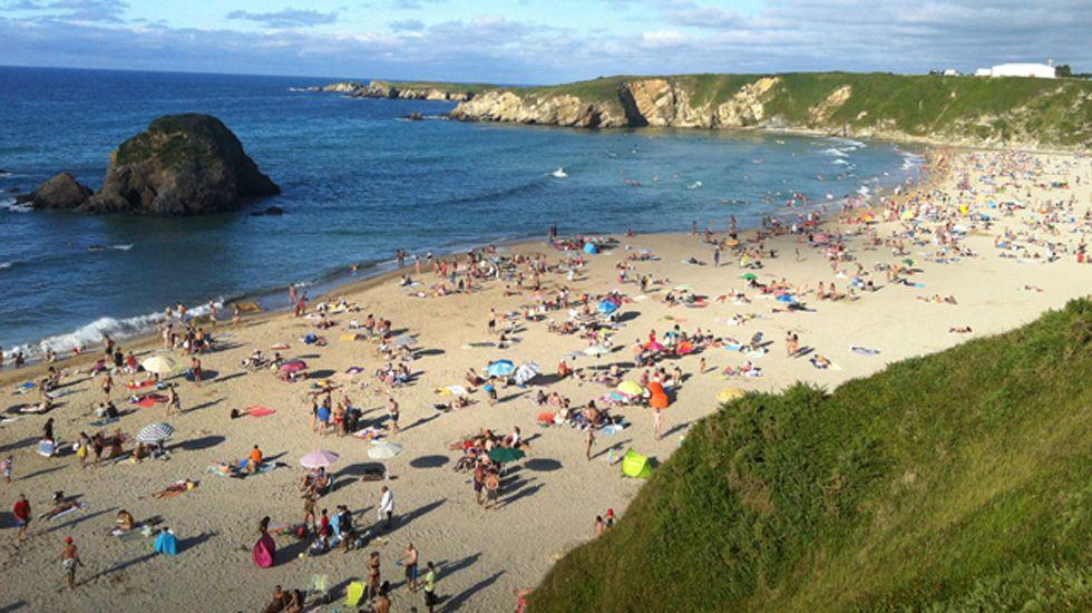 El otoño será más cálido de lo normal en Galicia.Playa de Penarronda (Castropol)